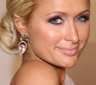 Paris Hilton querelata: non restituisce i gioielli