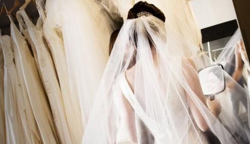 Sondaggio: sceglieresti l'abito da sposa da sola?