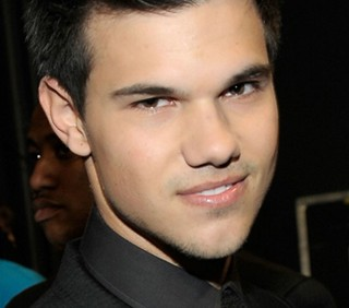 Taylor Lautner vuole cantare Britney Spears