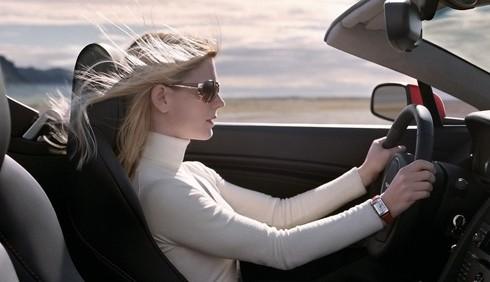 Scarpe aperte in auto: l'indagine di DireDonna e Motori.it