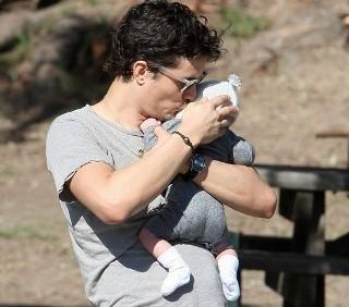 Orlando Bloom adora essere padre