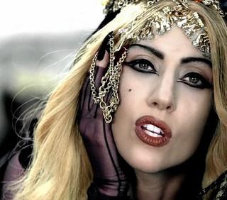 Lady Gaga: Born This Way manda in tilt Amazon