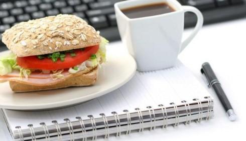 La dieta corretta per chi lavora in ufficio