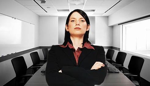 Donne manager, pochi sorrisi e più invadenza