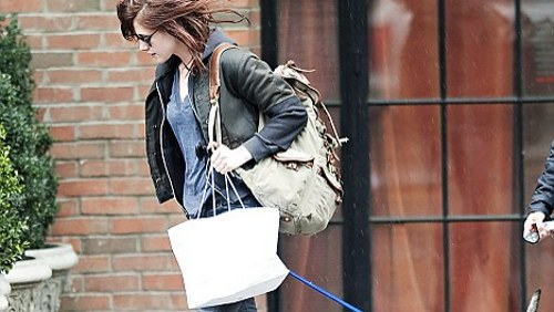 Kristen Stewart a New York con il cane di Robert Pattinson