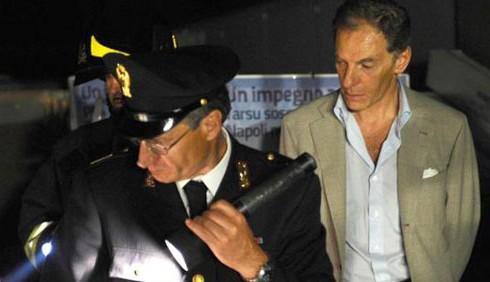 Incendio da Gianni Lettieri, si incolpa Luigi De Magistris