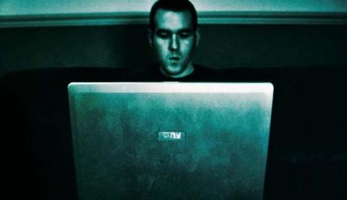 Smascherare un falso corteggiatore su Internet