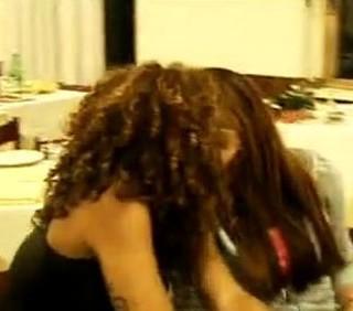 uMan Take Control: Veronica Ciardi lesbo e smutandata