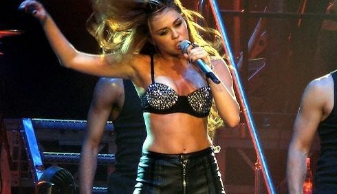 Miley Cyrus imbarazzata dai genitori di Liam Hemsworth