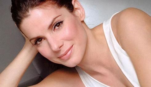 George Clooney tradisce Elisabetta Canalis con Sandra Bullock?