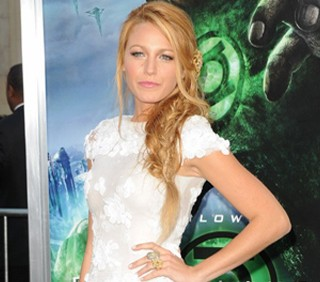 "Blake Lively in Chanel per ""Green Lantern"""