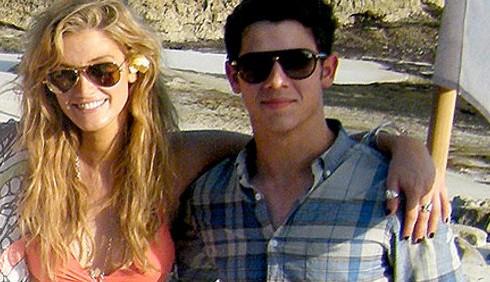 Nick Jonas e Delta Goodrem da Bali a LA