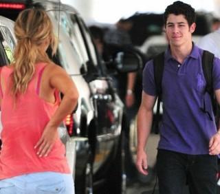 Nick Jonas e Delta Goodrem, bacio a Los Angeles