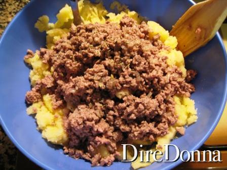 Impasto di carne, uova e formaggio