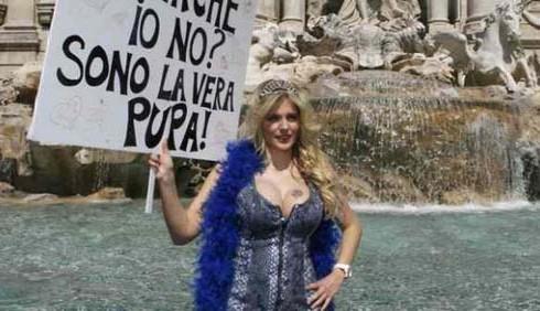 Esplode il lato B di Francesca Cipriani