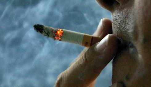 Il fumo passivo causa problemi all'udito