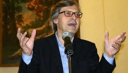 Eolico: Vittorio Sgarbi contestato a Polignano a Mare