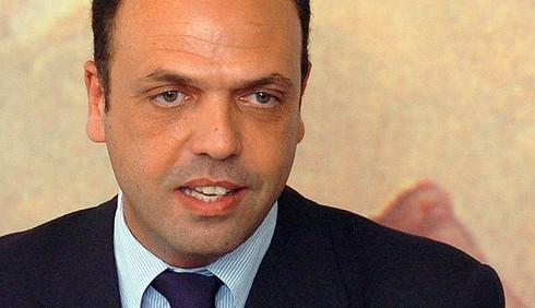 Silvio Berlusconi lascia la politica nel 2013