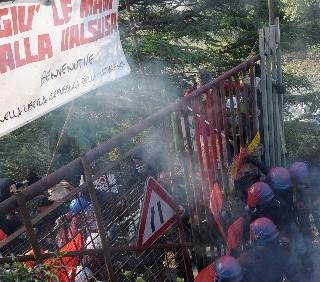 No-Tav: scontri e lacrimogeni in Val di Susa