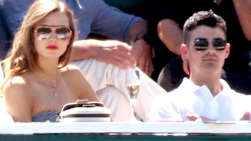 Joe Jonas fischiato a New York si consola con Karlie Kloss