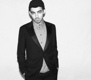 Joe Jonas modello per Mr. Porter