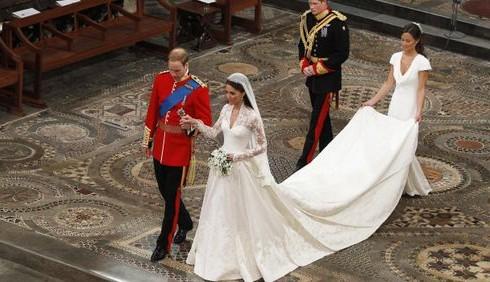 Alexander McQueen: in mostra l'abito nuziale di Kate Middleton