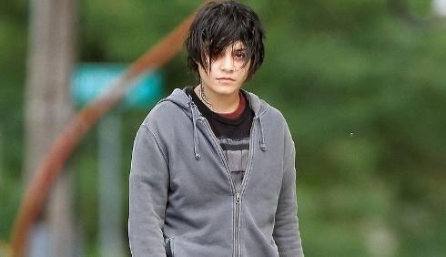 Vanessa Hudgens, capelli da maschiaccio per Gimme Shelter