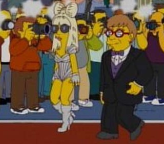 Lady Gaga bacia Marge Simpson