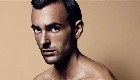 Marco Mengoni nudo su Vanity Fair