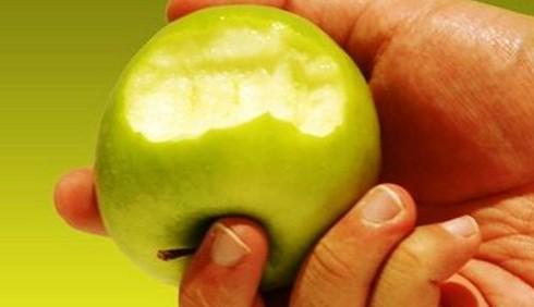 Sclerosi multipla: una mela per fermarla
