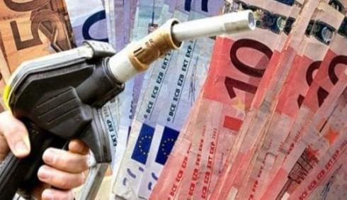 Benzina, nuovi rincari per via dell'IVA al 21%