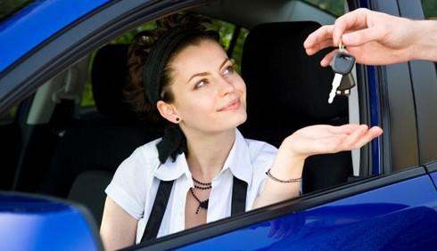 Donne al volante tra sicurezza e risparmio