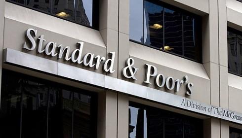Standard & Poor's abbassa il rating di 7 banche italiane