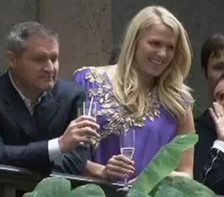 Wall Street deride le proteste a colpi di champagne