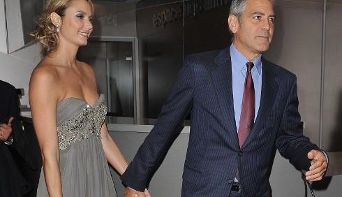 George Clooney e Stacey Kleiber intimi sul red carpet di Parigi