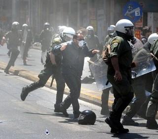 Rigore economico in Grecia, protesta anche l'economia rosa