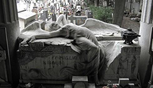 Halloween, vacanze al cimitero