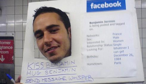 Decodificare il profilo Facebook di un uomo