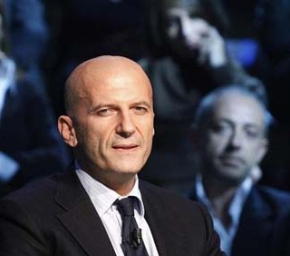 """TG1: Augusto Minzolini contro i """"traditori"""" del PDL"""