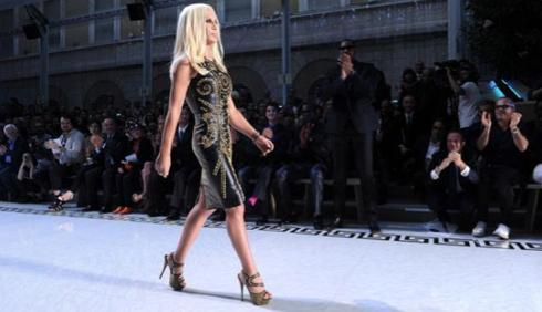 Versace: ritorno alle sfilate di Parigi