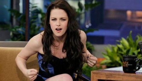 Kristen Stewart colpisce Chris Hemsworth sul set di Biancaneve