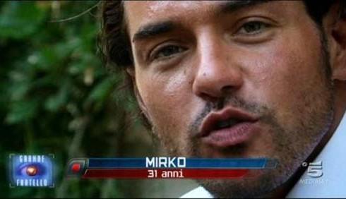 GF 12: Filippo Pongiluppi e Mirko D'Arpa in rissa