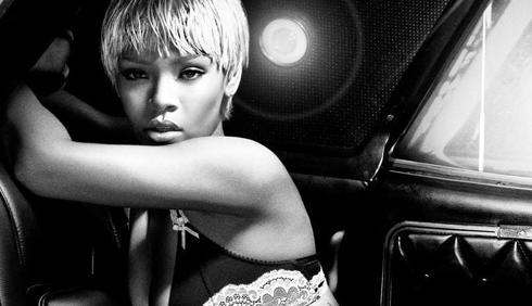 Rihanna: capsule collection per Armani