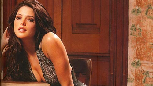 Ashley Greene sexy su Esquire, parla di Breaking Dawn II