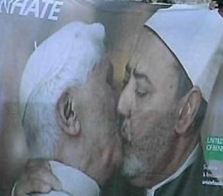 Benetton shock: Papa Benedetto XVI in un bacio gay