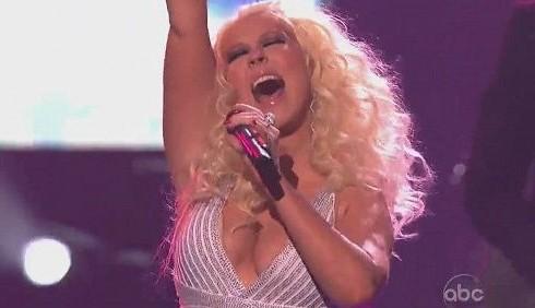 Christina Aguilera orgogliosa dei chili di troppo