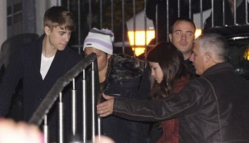 Justin Bieber e Selena Gomez romantici a Parigi