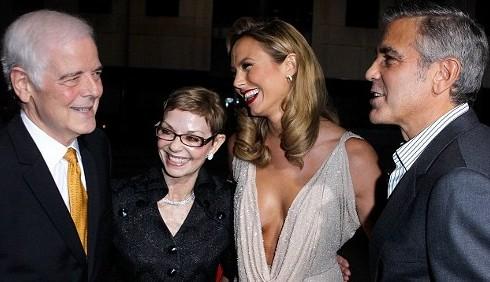 George Clooney presenta Stacy Keibler ai genitori