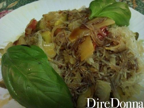 Piatto pronto spaghetti di soia vegetariani