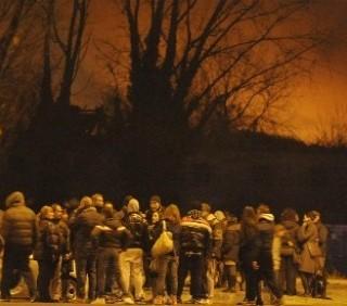 Torino: finge stupro, bruciato campo rom